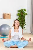 Mujer en yoga — Foto de Stock