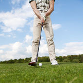 Golfer teeing off — Stock Photo