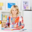 Small young girl smiling and drawing a picture — Foto Stock