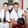 Young Couple Lifting Dumbbells In Gym — Stock Photo