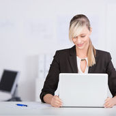 Businesswoman with laptop — Stock Photo