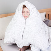 Woman Wrapped In Blanket While Sitting In Bed — Stock Photo