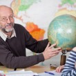 Teacher teaching the class about geography — Stock Photo #27315071