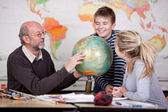 Teacher explain about globe to his students — Stock Photo