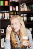 Beautiful woman enjoying latte macchiato — Stock Photo