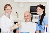 Dentist With Teeth Model And Male Patient — Stock Photo