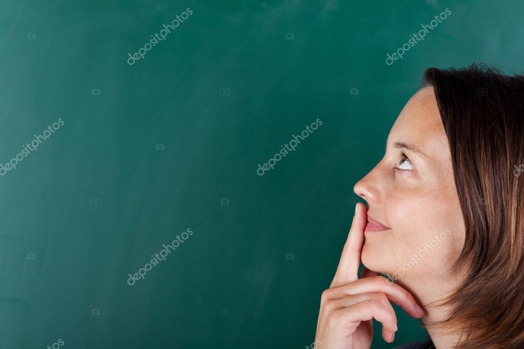 Женщина смотрит на губы фото 214-657