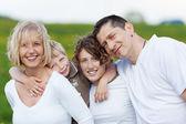 Familia abrazándose — Foto de Stock