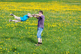 Father playing with son outside — Foto Stock