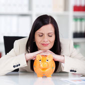 Businesswoman with a piggy bank — Stockfoto