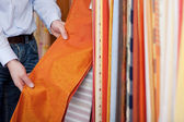 Salesman showing off a fabric sample — Stock Photo