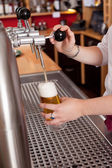 Dispensing fresh draft beer — Stock Photo