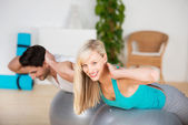 Young couple exercising in the gym — Stock Photo