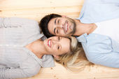 Happy couple lying head to head — Stock Photo