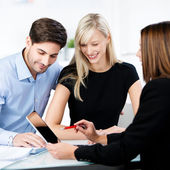 Financial Advisor Explaining To Couple While Pointing At Digital — Stock Photo