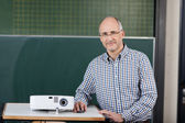 Lecturer with a slide projector — Stockfoto