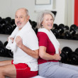 Senior couple exercising at a gym — Foto de Stock