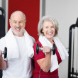 Senior couple working out with weights — Stock Photo