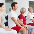 Senior woman training in a group at the gym — Stock Photo