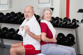 Senior couple exercising at a gym — Stock Photo