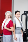 Mother and daughter in a fitness studio — Stock Photo