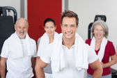 Young Man Smiling With Family In Gym — Stock Photo