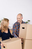 Couple Carrying Cardboard Boxes While Looking At Each Other — Stock Photo