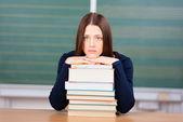 Studentessa infelice con i suoi libri — Foto Stock