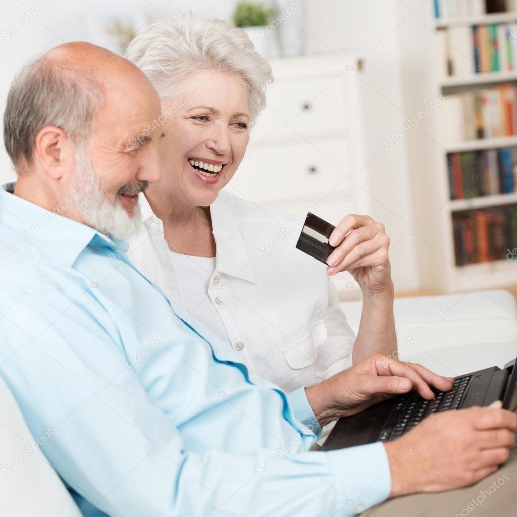 Супружеская пара на диване 5 фотография