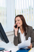 Businesswoman working and chatting on her mobile — Stock Photo