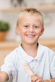 Portrait d'un beau petit garçon souriant — Photo