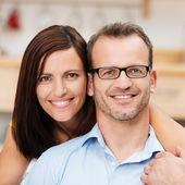 魅力的な幸せな結婚されていたカップル — ストック写真