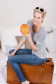 Woman with her piggy bank and suitcase — Stock Photo