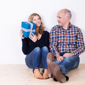 Woman trying to guess what is in her gift — Stockfoto