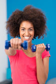 Happy healthy young woman working out in a gym — Stock Photo