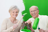 Elderly couple renovating their house — Stock Photo