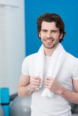 Smiling handsome man at the gym — Stockfoto