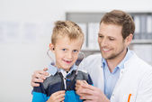 Smiling young boy in a doctors surgery — Stock Photo