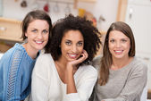 African American with two friends — Stock Photo