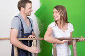 Couple laughing as they redecorate — Stock Photo