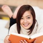 Woman enjoying a good book — Stock Photo