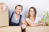 Couple moving to a new home — Stockfoto