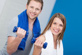 Couple working out in a gym — Stock Photo