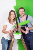 Husband and wife doing DIY renovations — Stock Photo