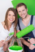 Young couple redecorating — Stock Photo