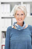 Attractive senior woman wearing glasses — Stock Photo