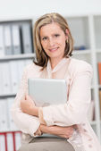 Confident businesswoman clutching her laptop — Stock Photo