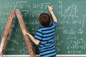 Sınıfta küçük çocuk — Stok fotoğraf
