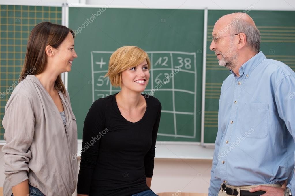 professora-s-studentkami