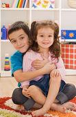 Due bambini che giocano — Foto Stock